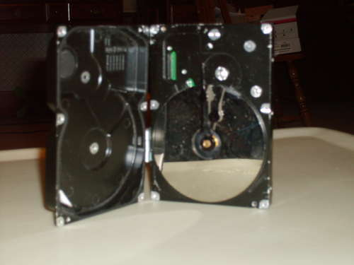 images/stories/Computer-Art-Reused/Commemorative-Hard-drive-clock.jpg